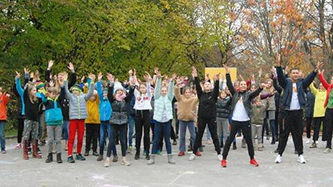 Von Hittisau bis Bali: Flashmob für Kinderrechte
